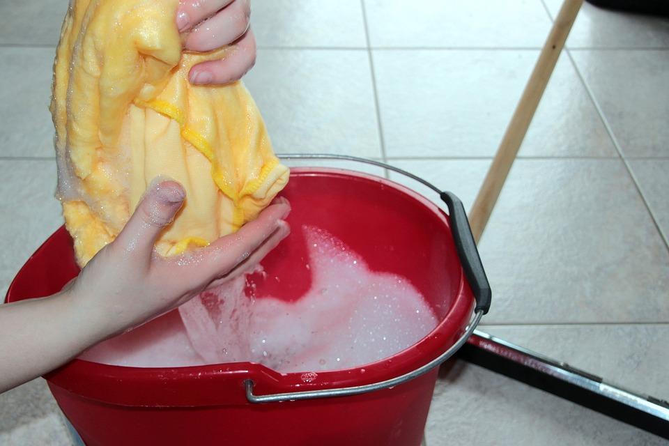 Come pulire i pavimenti in modo semplice ed efficace